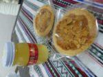 カフェ・キナのママさんから手作りのお菓子とハチミツをいただきました!ありがとうございます