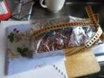 おいしい手作りケーキとかわいいハンカチを患者様からいただきました