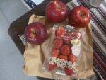 少し前ですが患者様からイチゴとりんごをいただきました!ありがとうございました!